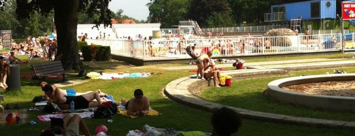 De Warande Openluchtzwembad is one of Wetteren.