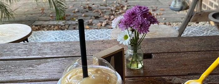 Good Vibes Cafe is one of Locais salvos de Gerry.