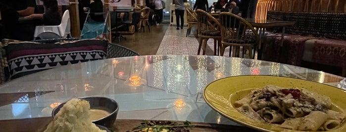 Bohoo Restaurant & Cafe is one of Gespeicherte Orte von Queen.