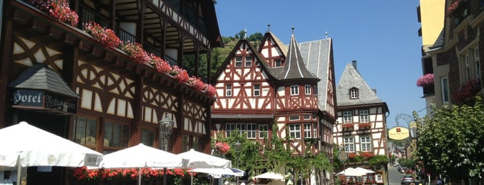 Bacharach is one of Lugares.