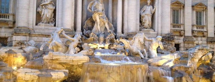 Fuente de Trevi is one of Favorite Places.
