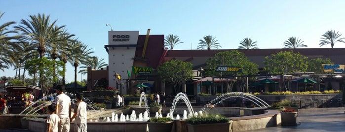 Long Beach Town Center Promenade is one of Orte, die Aaliyah gefallen.