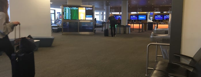 Southwest Airlines Check-in is one of สถานที่ที่ Jim ถูกใจ.