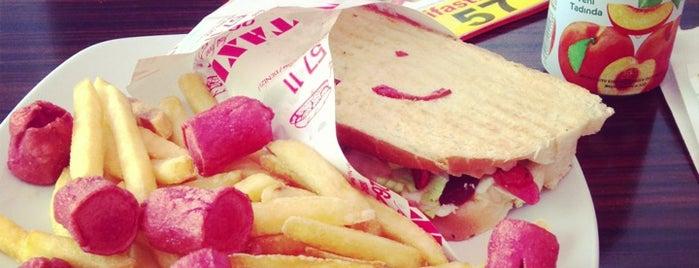 Taxi Fast Food is one of Lugares favoritos de Türkü.