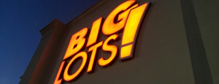 Big Lots is one of Tempat yang Disukai Christopher.