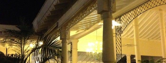 Bar Ambar Hotel Lobby is one of Lugares favoritos de Nathan.
