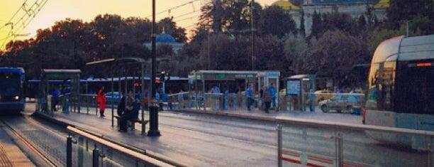 Beyazıt - Kapalıçarşı Tramvay Durağı is one of Aptraveler : понравившиеся места.
