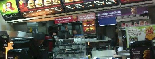 McDonald's is one of Orte, die Mustafa Çağri gefallen.