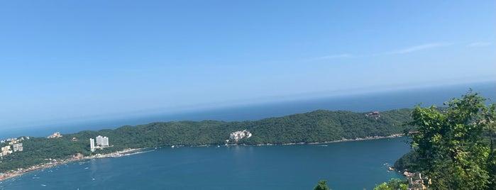 Playa Pichilingue is one of Acapulquirri.