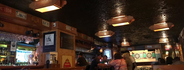 Tommy's Neighbourhood Pub is one of Banff to-Dos.