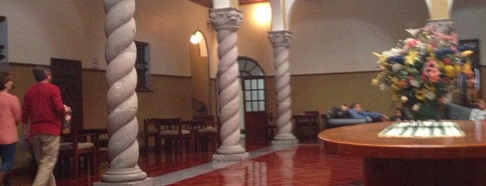 Virreynal Hotel & Suites is one of ARTURO'nun Beğendiği Mekanlar.