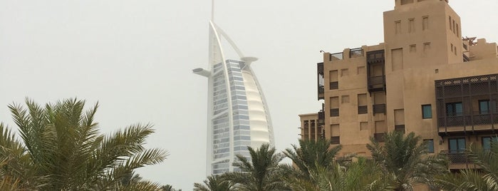 Burj El Arab Jumeirah is one of สถานที่ที่ Cagla ถูกใจ.
