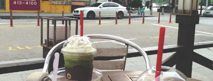 HOLLYS COFFEE is one of HOLLYS COFFEE 서울.