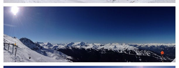 Blackcomb Glacier is one of Vickiさんのお気に入りスポット.