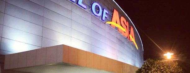 SM Mall of Asia is one of Tempat yang Disukai Peachy.
