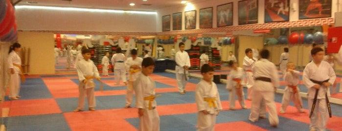 Akademi Form Spor Merkezi is one of Lugares favoritos de Suzi-----.