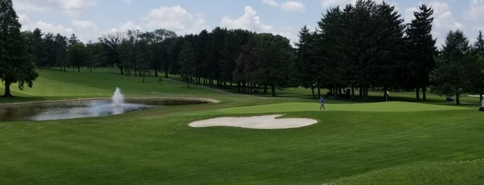 Hershey Country Club is one of Lugares favoritos de Teresa.