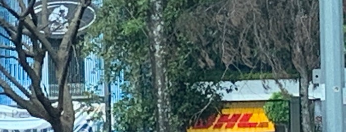 DHL Express ServicePoint is one of สถานที่ที่ Francisco ถูกใจ.