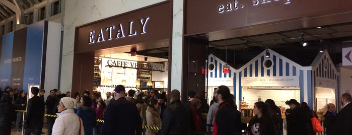Eataly Boston is one of Lieux qui ont plu à Alberto J S.