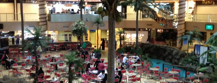 Jeddah Mall is one of Lugares favoritos de Tawfik.