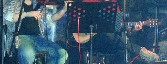 Maydonoz Pub & Bar is one of tugba.