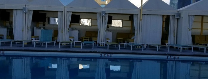 SLS Grand Pool is one of Posti che sono piaciuti a Alonso.