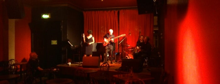 Matt & Phreds Jazz Club is one of Orte, die Bora gefallen.