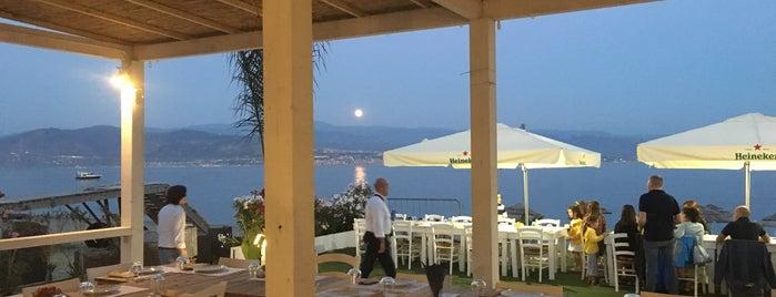 Blanco Lounge Beach is one of สถานที่ที่ Roberta ถูกใจ.