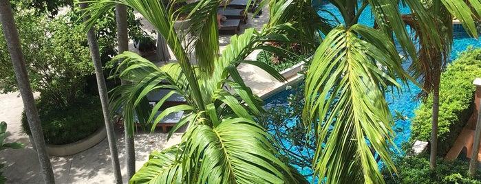 Rawai Palm Beach Resort is one of VLADIMIR'ın Beğendiği Mekanlar.