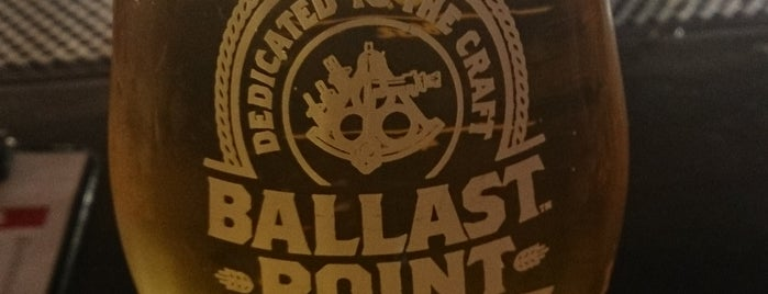 Ballast Point Tasting Room & Kitchen is one of Lugares favoritos de Suzanne.