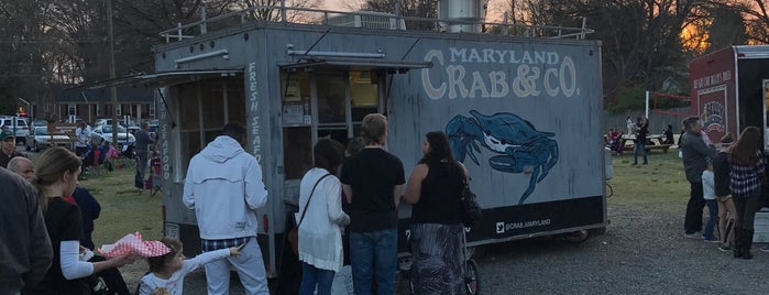 Food Truck Friday in Matthews is one of Locais curtidos por Julie.
