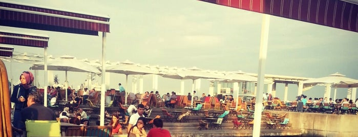 Marina Cafe is one of Orte, die cem buğrahan gefallen.