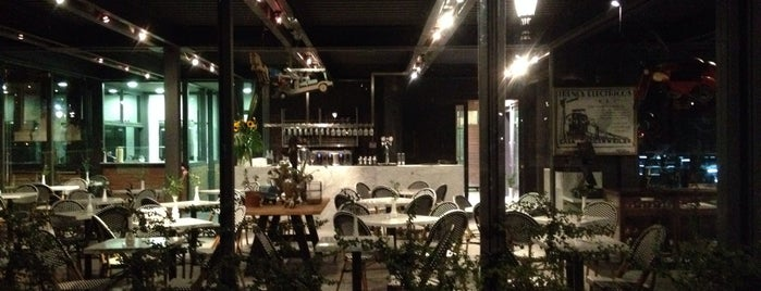 Castillo Forestal is one of Café.