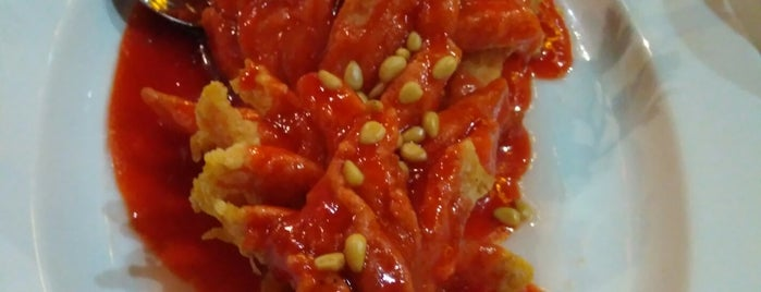 Цинь is one of китайская кухня / chinese cuisine.