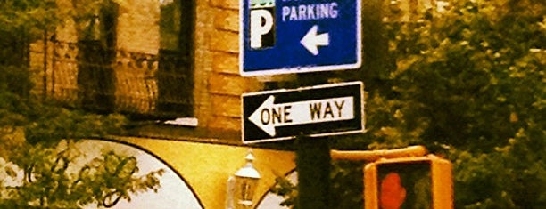 Arthur Avenue is one of Orte, die Maurice gefallen.