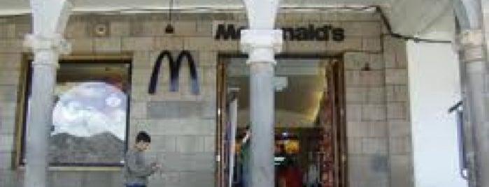 McDonald's is one of Locais curtidos por Luis Arturo.