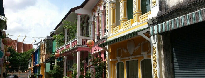 Phuket Old Town is one of Orte, die Rafael gefallen.