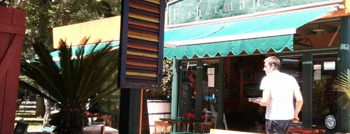 The Old Fisherman's Pub is one of Tempat yang Disukai Rade.