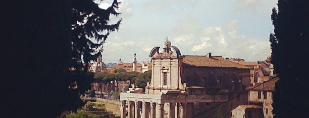 Forum Romawi is one of Roma.