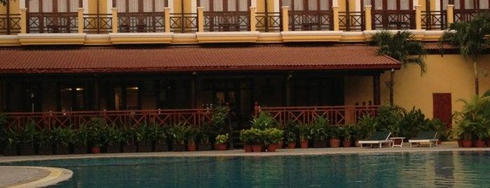 Allson Angkor Paradise Hotel Siem Reap is one of สถานที่ที่ Karla ถูกใจ.