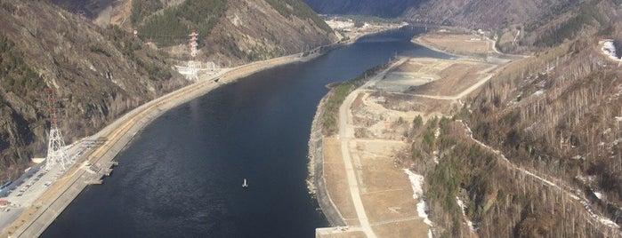 Саяно-Шушенская ГЭС is one of Lieux qui ont plu à Karenina.