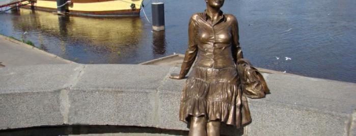 Памятник туристке is one of สถานที่ที่ Karenina ถูกใจ.