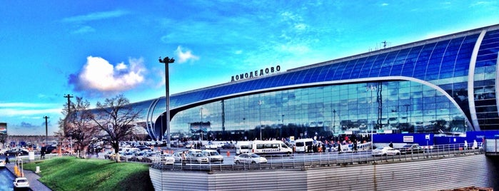 Domodedovo International Airport (DME) is one of สถานที่ที่ Alexander ถูกใจ.