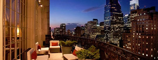 Stratus Rooftop Lounge is one of Old City.