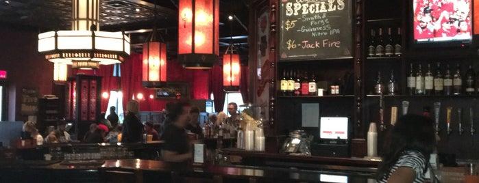 Five Roses Pub is one of สถานที่ที่ Dana ถูกใจ.