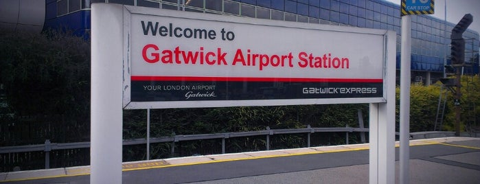 Gatwick Airport Railway Station (GTW) is one of Lieux qui ont plu à Carly.