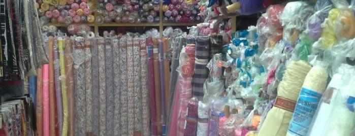 Индусский рынок тканей is one of Lugares favoritos de Svetlana.