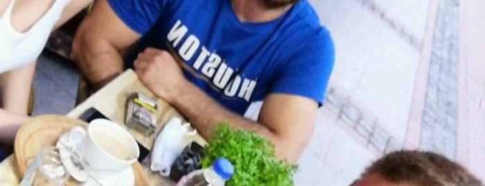 Kavera Bistro is one of Locais curtidos por Ercan.