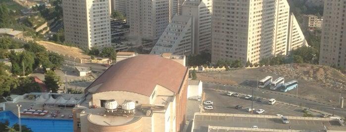 Parsian Azadi Hotel | هتل پارسیان آزادی is one of Lugares favoritos de Amir.