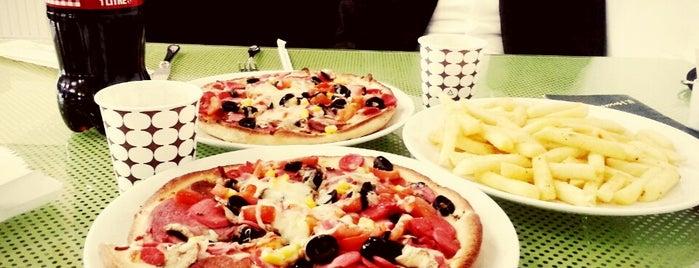 Pizza Real is one of Lugares favoritos de Nazlı.